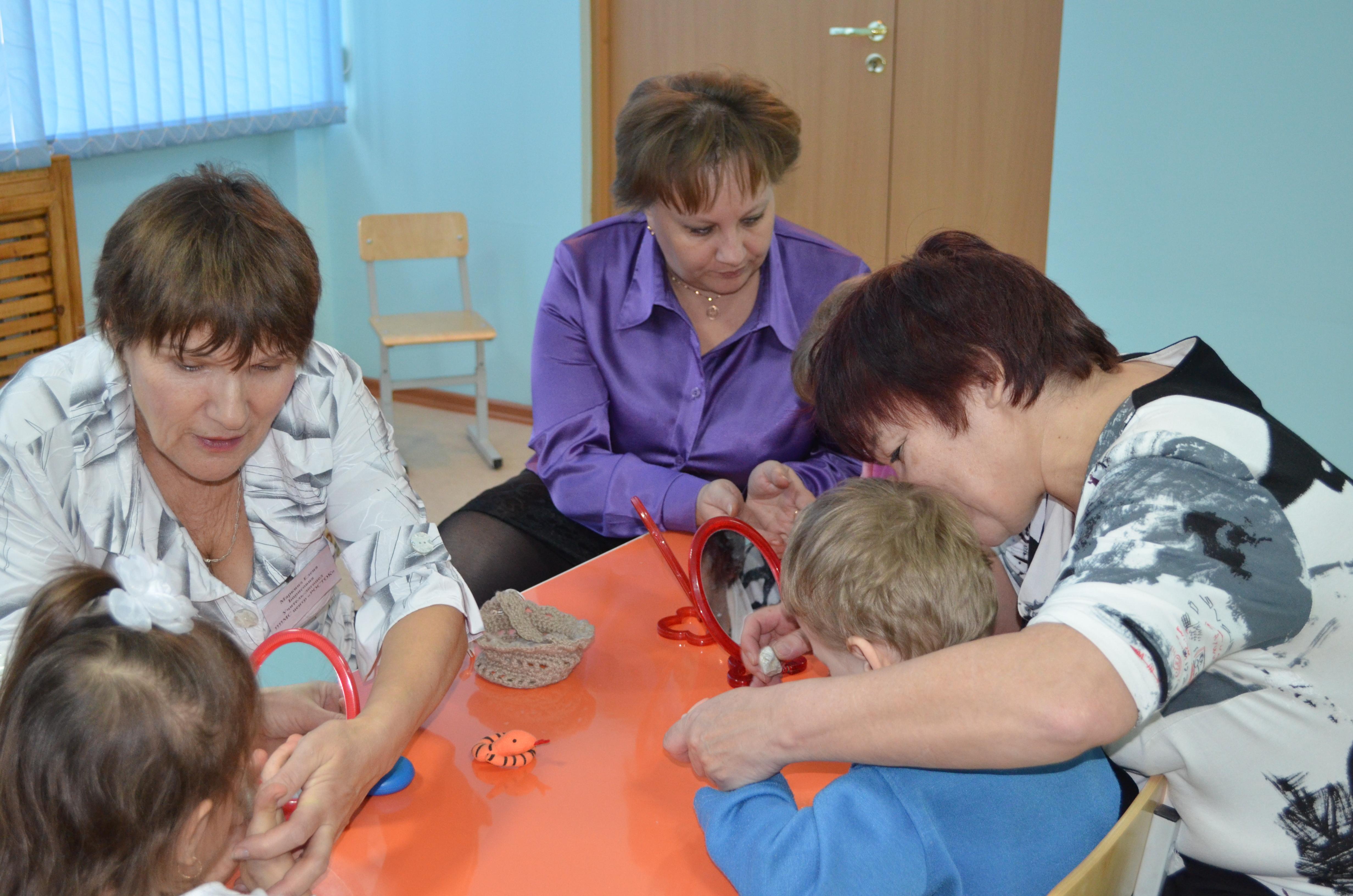 Специалисты ТПМПК проводят Мастер – класс по работе с дошкольниками с ДЦП для родителей и педагогов МДОУ № 186 «Волгарик», декабрь 2012 года